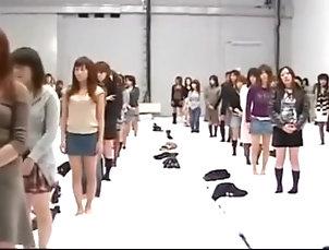 女子250人脱衣! 1